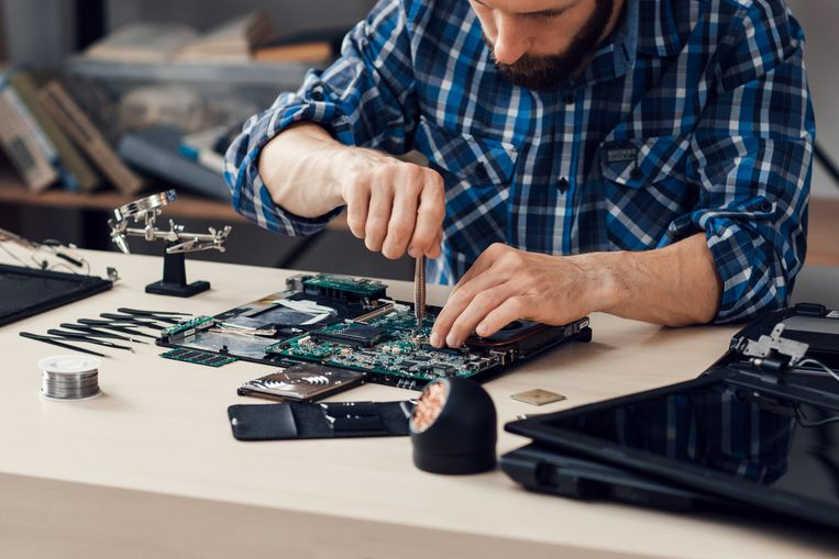 Laptop repair checking for a charge port failure